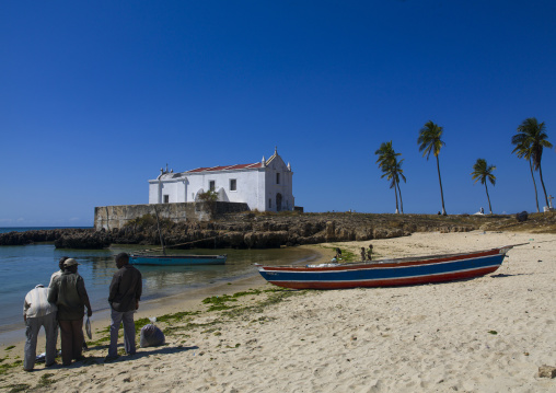 Fishermen Coming Back To The Beach, Sland Of Mozambique, Mozambique