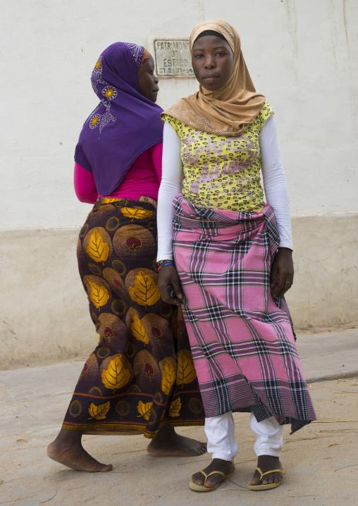 Young Muslim Women, Island Of Mozambique, Mozambique