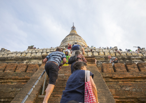 Tourists Waiting To View Sunset Line The Shwesandaw Pagoda, Bagan, Myanmar