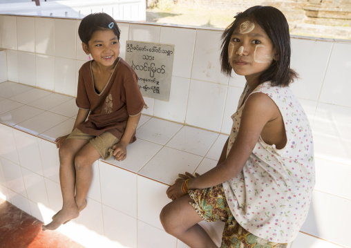 Girls with thanaka on the face, Mrauk u, Myanmar
