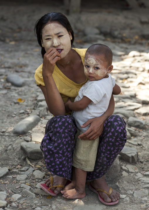 Mother and child, Mrauk u, Myanmar