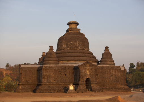 Le-myet-hna Temple, Mrauk U, Myanmar