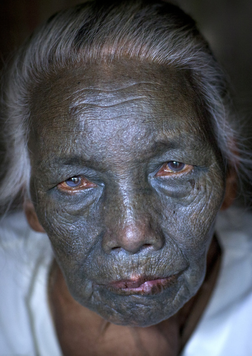Tribal chin woman from u pu tribe with tattoo on the face, Kanpelet, Myanmar