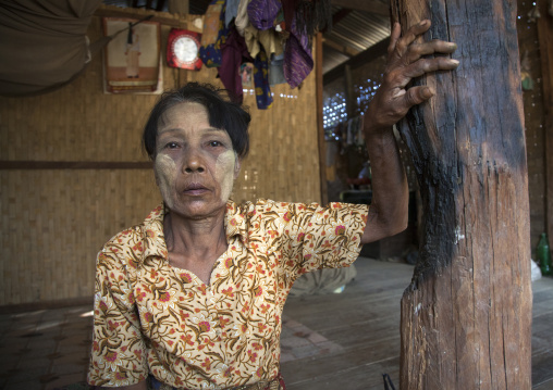 Rohingya woman inside her house burned by 969 extremists buddhists, Thandwe, Myanmar