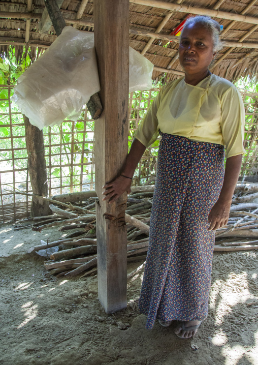Rohingya woman showing the pillar of her house cut by 969 extremists buddhists, Thandwe, Myanmar