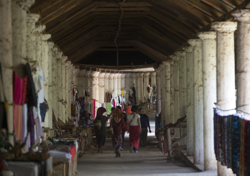 Market In Shwe Inn Thein Paya Temple Alley, Inle Lake, Myanmar
