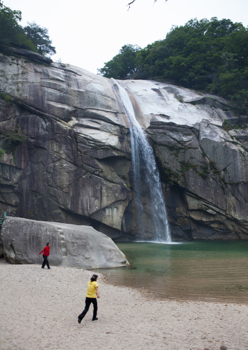 North Korean women in pakyon falls, North Hwanghae Province, Kaesong, North Korea