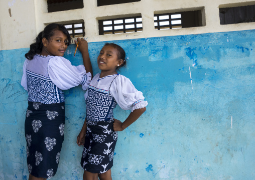 Panama, San Blas Islands, Mamitupu, Kuna Girls In A School Writing On A Wall