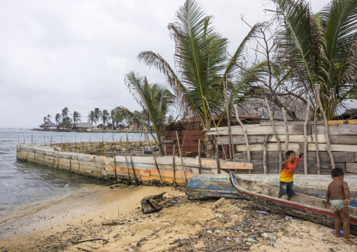 Panama, San Blas Islands, Mamitupu, Protection Against The Rising Sea Level In A Kuna Indian Village