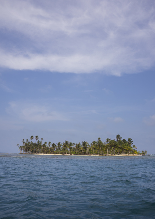 Panama, San Blas Islands, Mamitupu, Tropical Kuna Tribe Island In The Caribbean