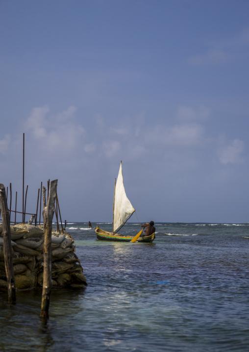 Panama, San Blas Islands, Mamitupu, Kuna Indian Man In A Traditional Sailing Canoe