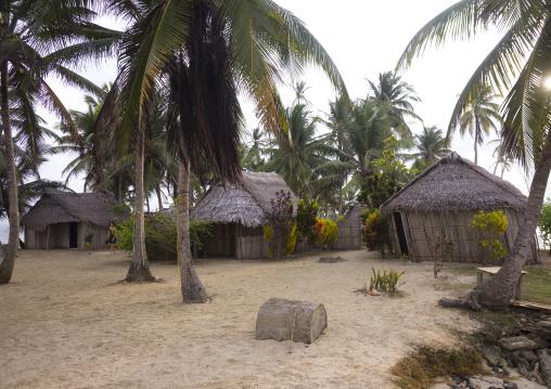 Panama, San Blas Islands, Mamitupu, Typical Kuna Homes In Kalu Obaki Lodge