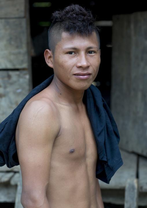 Panama, Darien Province, Puerta Lara, Wounaan Tribe Young Man