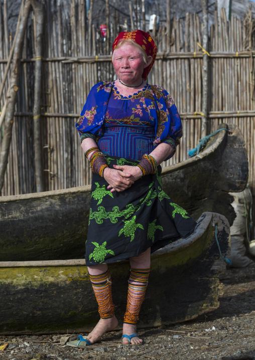 Panama, San Blas Islands, Mamitupu, Portrait Of An Albino Kuna Tribe Woman