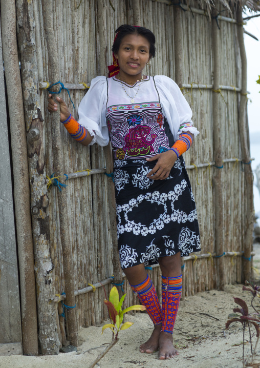 Panama, San Blas Islands, Mamitupu, Portrait Of A Young Kuna Indian Woman
