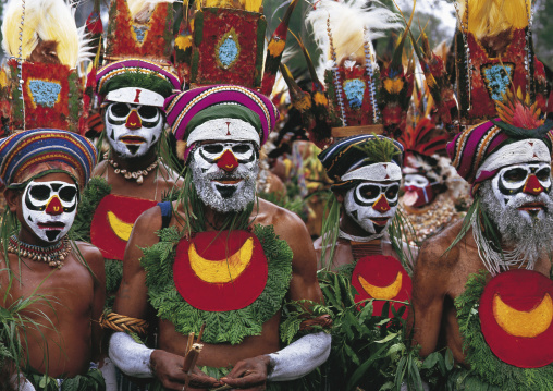 Highlander warriors during a sing-sing ceremony, Western Highlands Province, Mount Hagen, Papua New Guinea
