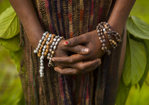 Hands of a chimbu tribe girl during a sing sing, Western Highlands Province, Mount Hagen, Papua New Guinea