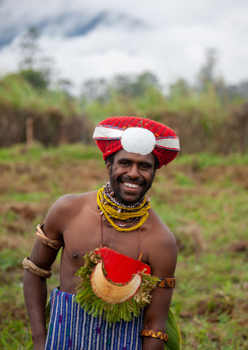 Highlander warrior with traditional clothing during a sing-sing, Western Highlands Province, Mount Hagen, Papua New Guinea