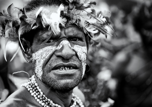 Warrior with feathers headwear during a sing-sing, Western Highlands Province, Mount Hagen, Papua New Guinea
