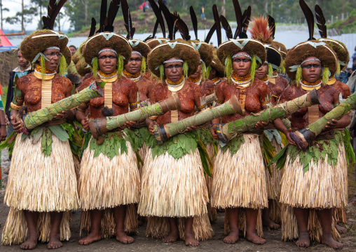 Suli muli tribe women from Enga during a sing-sing ceremony, Western Highlands Province, Mount Hagen, Papua New Guinea