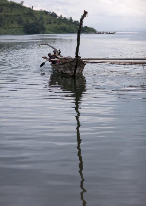 Lake kivu traditionnal boats - rwanda