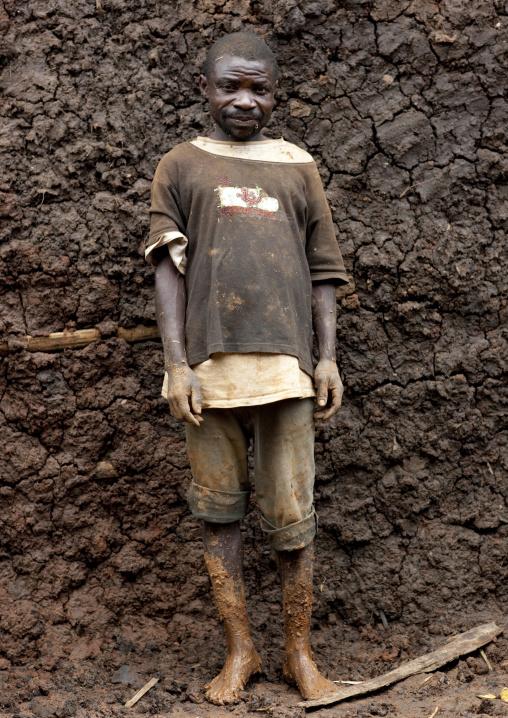 Batwa tribe man in cyamudongo village  - rwanda