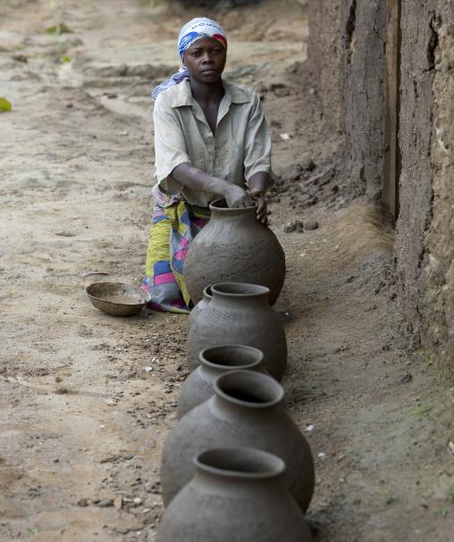 Batwa tribe woman making pottery, Western Province, Cyamudongo, Rwanda