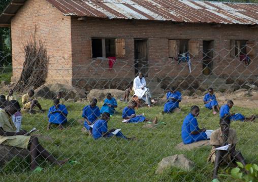 School in volcanoes national park area - rwanda