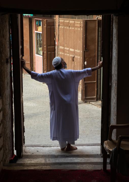 Saudi man standing at the entrance of abdullah matbouli house, Mecca province, Jeddah, Saudi Arabia