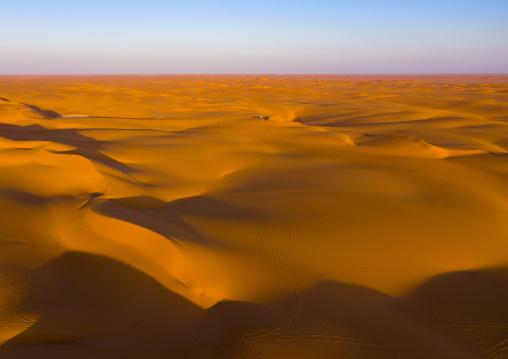 The rub' al Khali empty quarter desert aerial view, Rub al-Khali, Khubash, Saudi Arabia