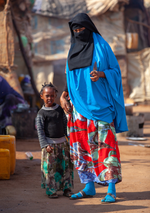 Portrait of a somali woman wearing a niqab with her daughter, Togdheer region, Burao, Somaliland