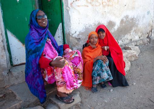 Somali women chating in the street, Woqooyi galbeed region, Hargeisa, Somaliland