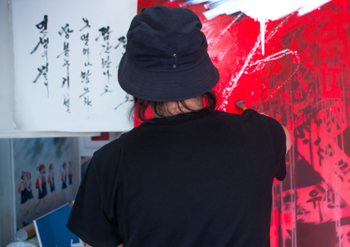 Sun mu artist painting in his workshop, National capital area, Seoul, South korea