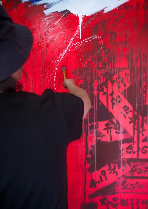 Sun mu artist painting in his workshop, National capital area, Seoul, South korea