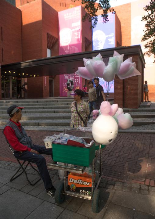 Coton candy vendor in the street, National capital area, Seoul, South korea