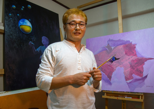 Former north Korea propaganda artist called Oh Sung-Cheol in his workshop, National Capital Area, Seoul, South Korea