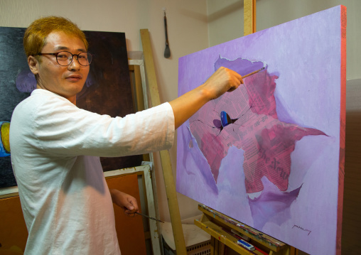 Former north Korea propaganda artist called Oh Sung-Cheol in his workshop, National Capital Area, Seoul, South Korea