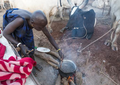 Mundari tribe woman roasting coffee in a cattle camp, Central Equatoria, Terekeka, South Sudan