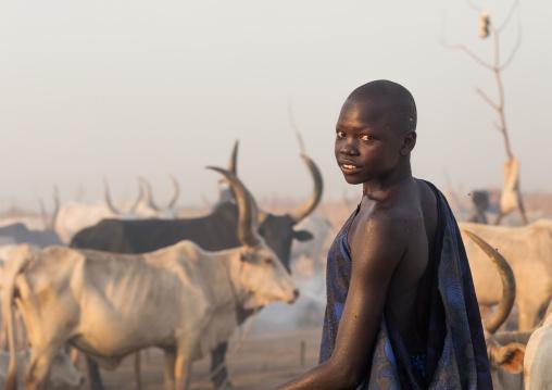Portrait of a Mundari tribe woman in a cattle camp, Central Equatoria, Terekeka, South Sudan