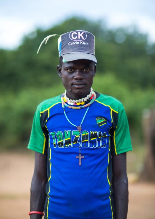 Larim tribe boy with a fashionnable look, Boya Mountains, Imatong, South Sudan