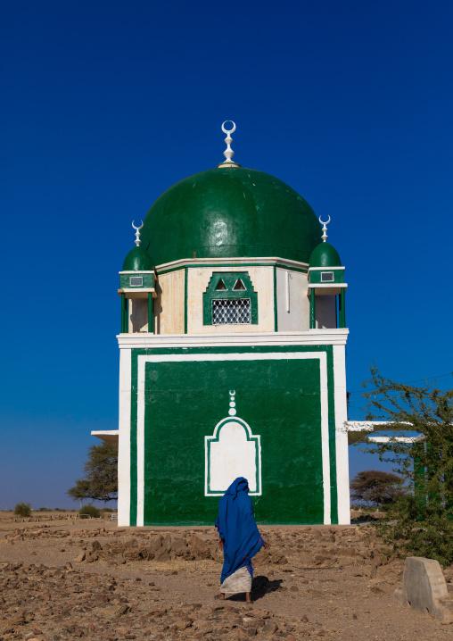 Sudanese woman passing in front of a sufi shrine, Al Jazirah, Abu Haraz, Sudan