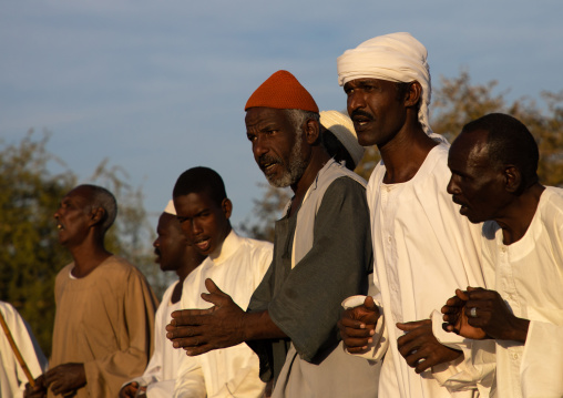 People chanting during the friday sufi celebration at sheikh Hamad el Nil tomb, Khartoum State, Omdurman, Sudan