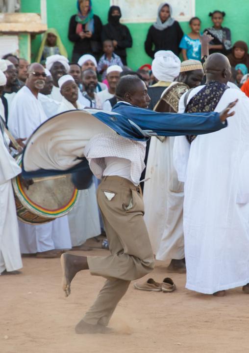 Sufi whirling dervish at Omdurman sheikh Hamad el Nil tomb, Khartoum State, Omdurman, Sudan