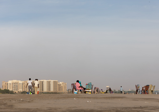Sudanese people resting on the bank of river Nile on a friday adternoon, Khartoum State, Khartoum, Sudan