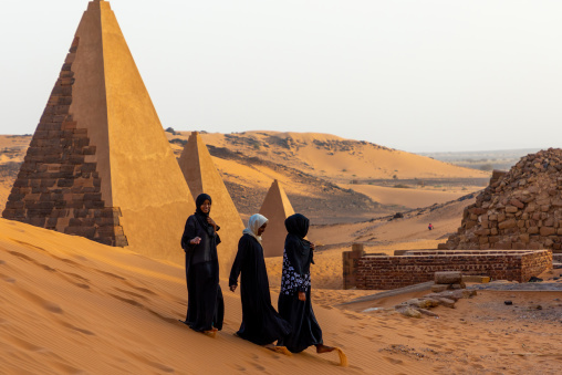 Sudanese women visiting the pyramids of the kushite rulers at Meroe, Northern State, Meroe, Sudan