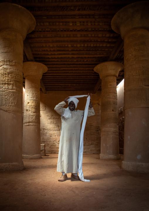 Sudanese man putting his turban in the Musawwarat es-sufra meroitic lion temple, Nubia, Musawwarat es-Sufra, Sudan