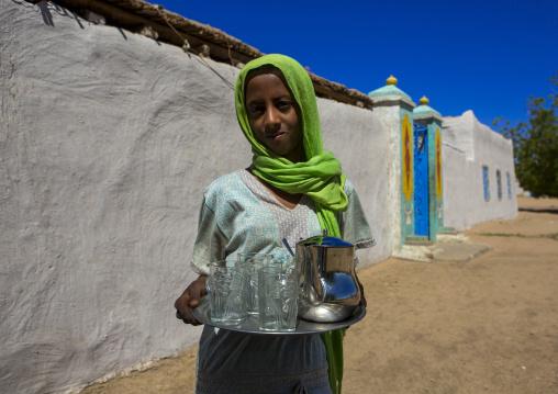 Sudan, Northern Province, Gunfal, nubian girl offering tea to visitors