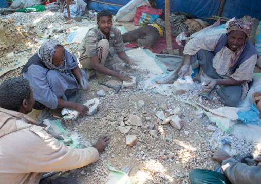 Sudan, Khartoum State, Alkhanag, men crashing stones to search for gold
