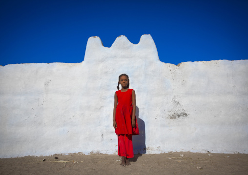 Sudan, Nubia, Tumbus, nubian girl standing in front of a wall