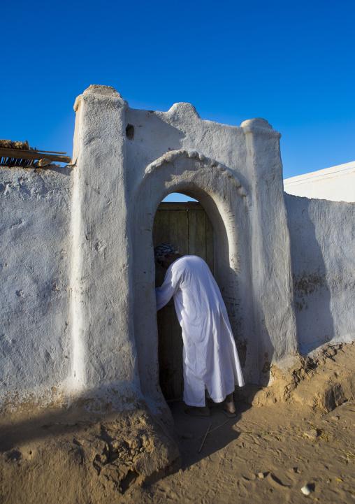 Sudan, Nubia, Tumbus, traditional nubian architecture and plasterwork of a fine doorway